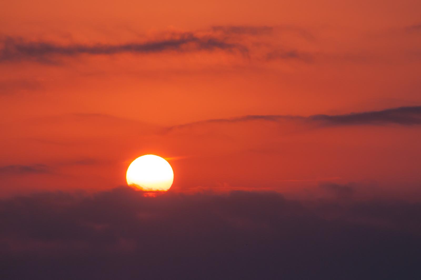 伊豆で朝日を狙うなら伊東のオレンジビーチ!海から昇る朝日を撮ろう