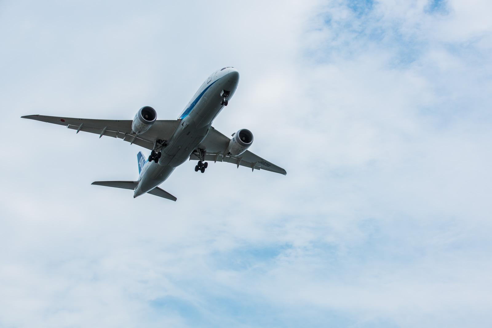 羽田アンダージェットの聖地、城南島海浜公園で飛行機の腹を撮影してみる