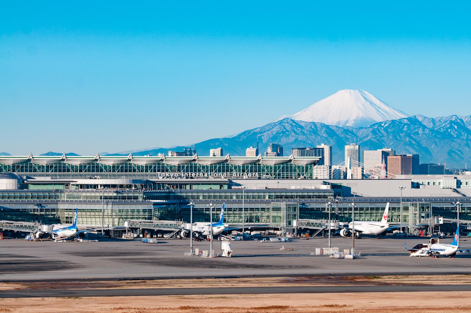 天気のいい日は富士山もバッチリ、羽田空港 第1旅客ターミナルの撮影ポイント