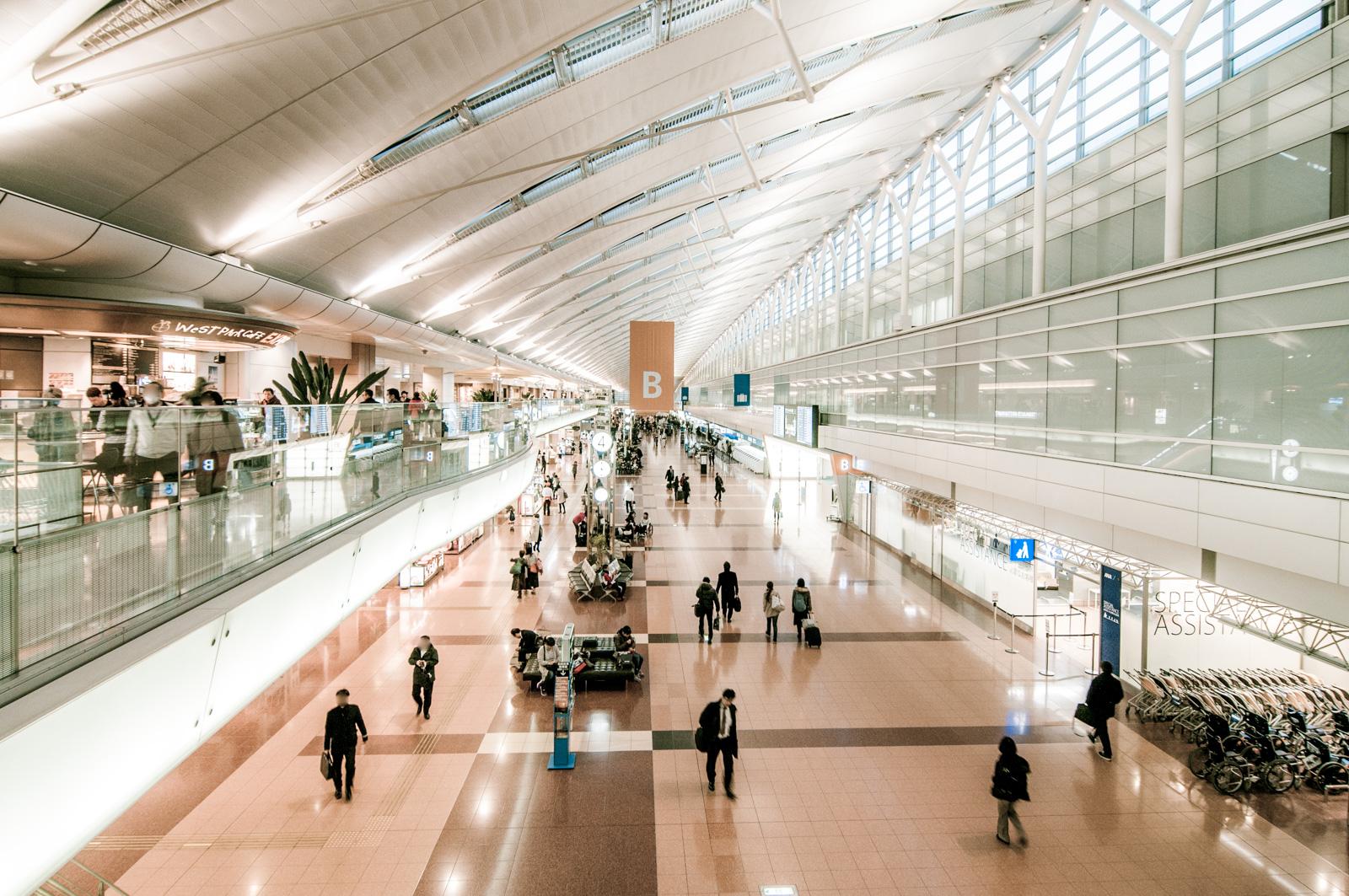 東京の街並みをバックに飛行機撮影、羽田空港 第2旅客ターミナルの撮影ポイント