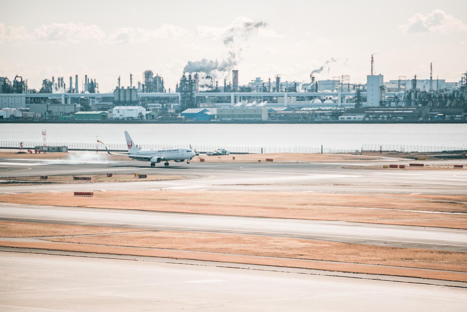 久々の羽田空港、第1旅客ターミナルから乾いた街を見ながら