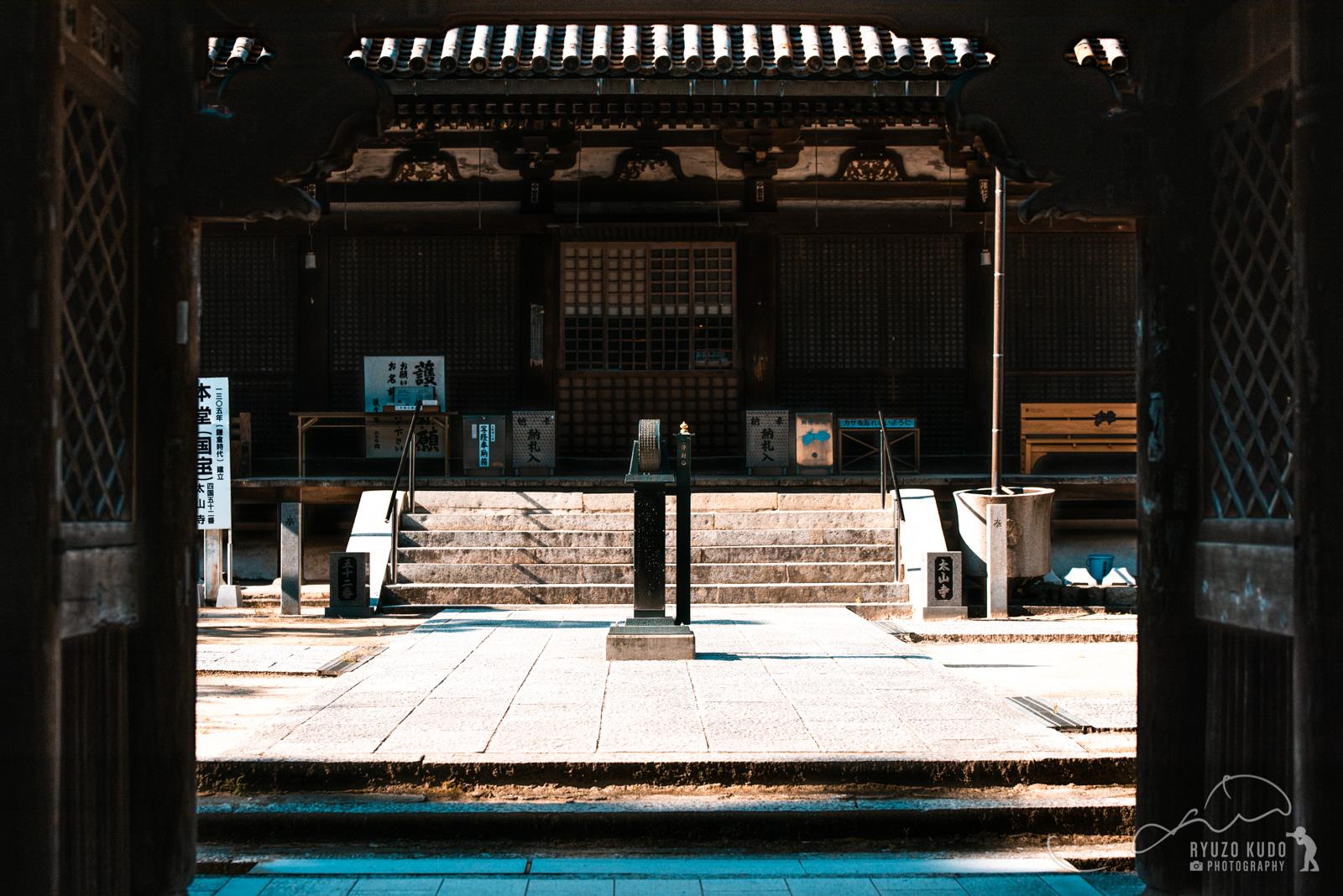 四国霊場第52番札所「太山寺」の夏。鬱蒼とした木々からの木漏れ日に心癒されて