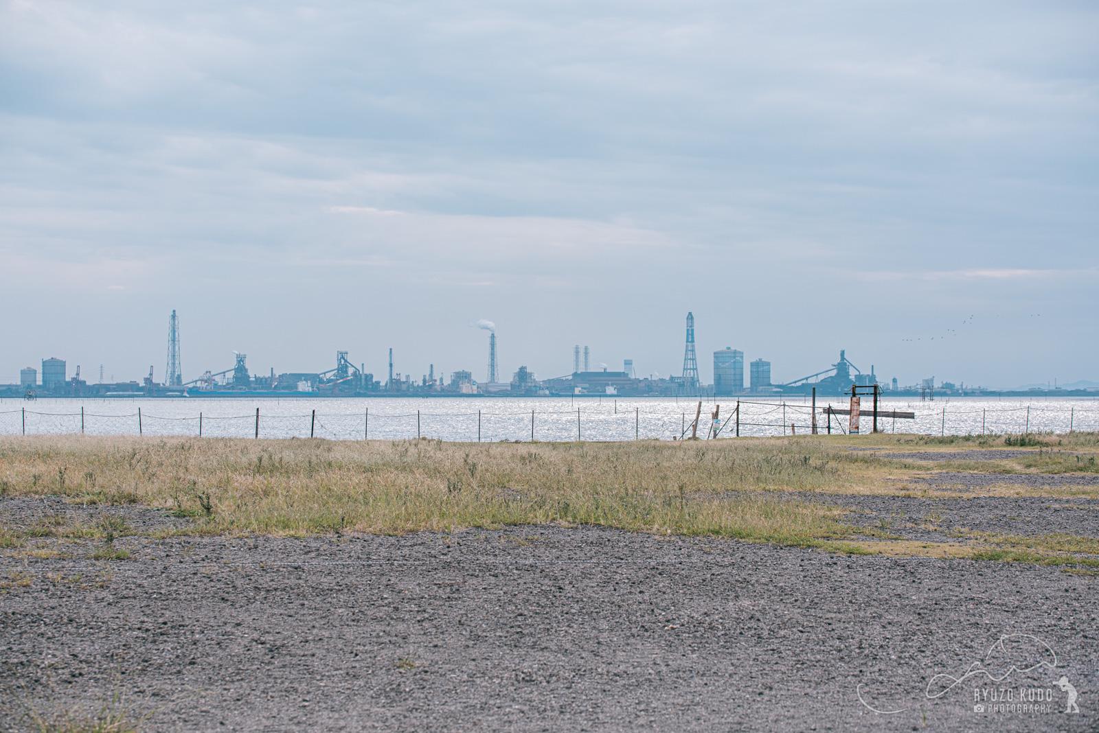 撤去された江川海岸の海へと続く電柱
