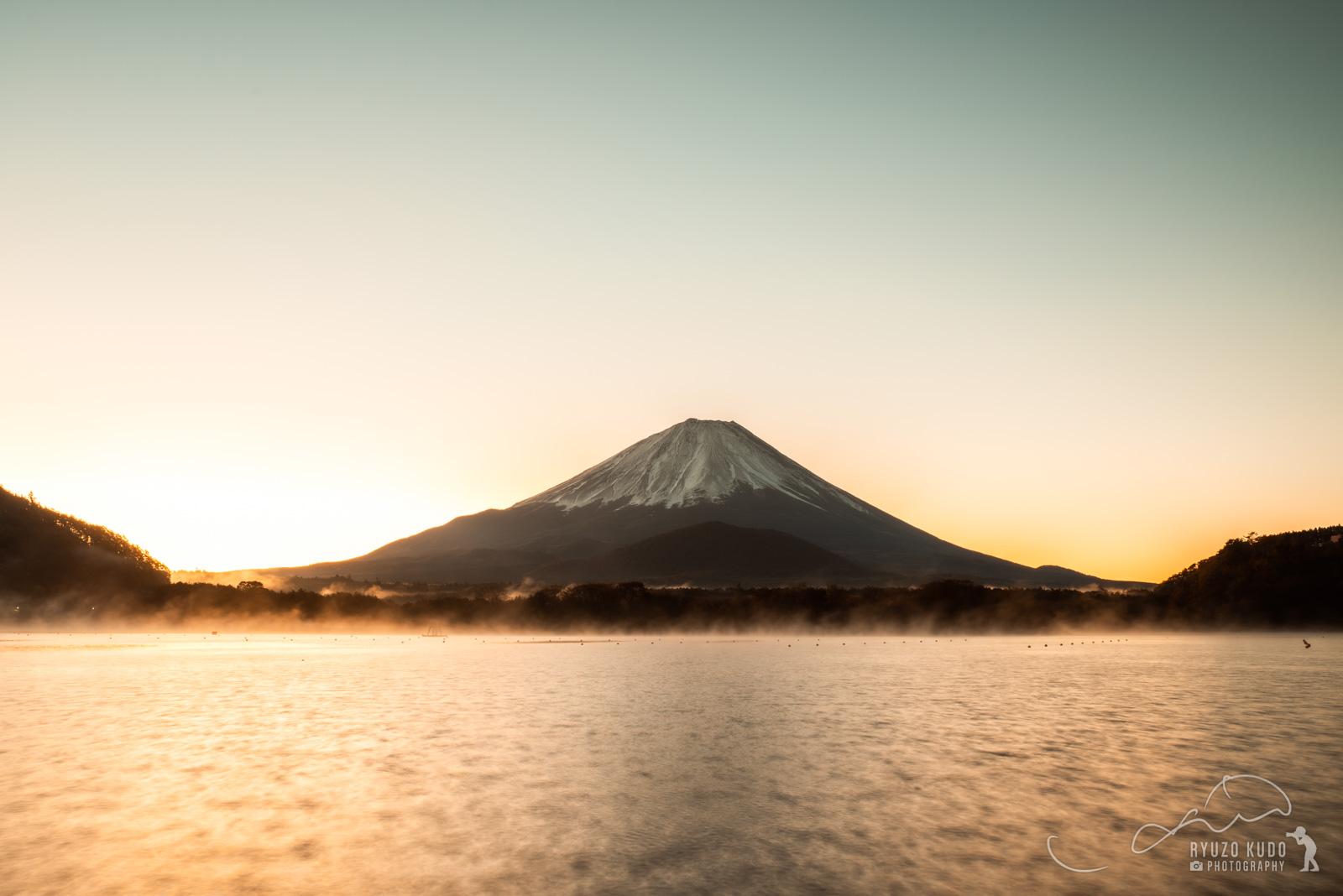 寒くなり始めた頃合いでの富士山、精進湖から見る13年ぶりの景色